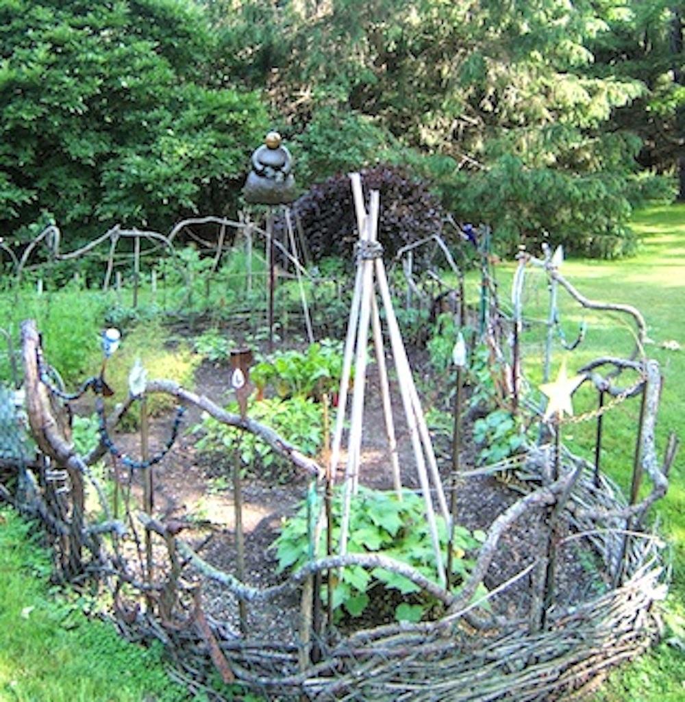 sculpturevegetable-garden-fence